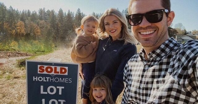 We are all smiles as we welcome another family to the Holt Hub homeowners club! There's nothing that makes us happier than helping all of your dream home goals come true. This is the heart of Holt.   Thank you to @livingincolorblog for sharing such an exciting Holt Home moment us. Make sure to tag and mention @holthomesnw for your chance to be featured!  #holthomesgallery